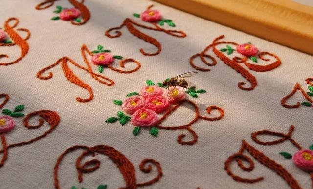 花式字母刺绣,学会了,试试绣一个自己的名字,非常好玩!收藏
